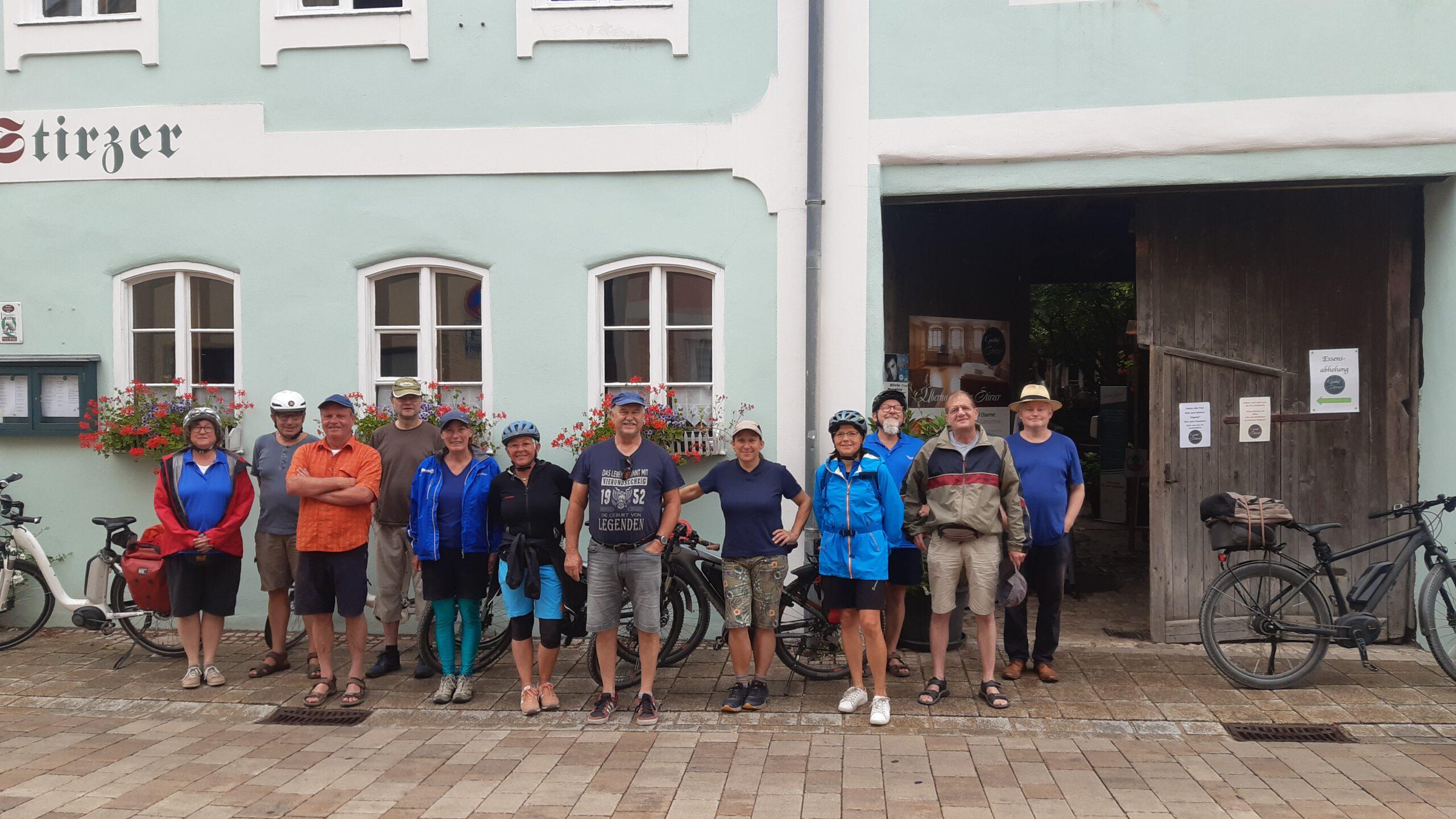 Gruppenbild am Gasthof Stirzer in Dietfurt